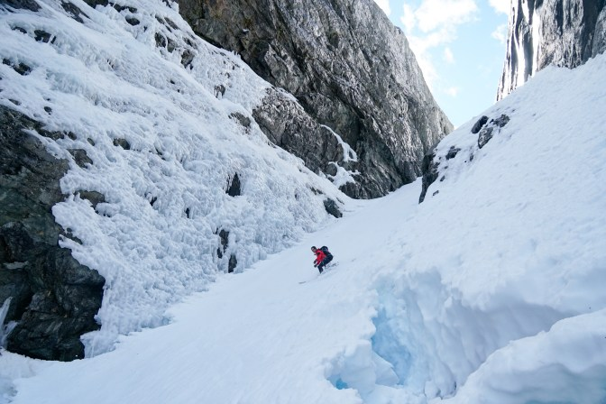 Peter White turns in the couloir.