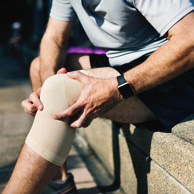 Man with sports knee injury