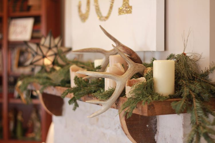 Christmas Cottage l mantel with antlers and garland