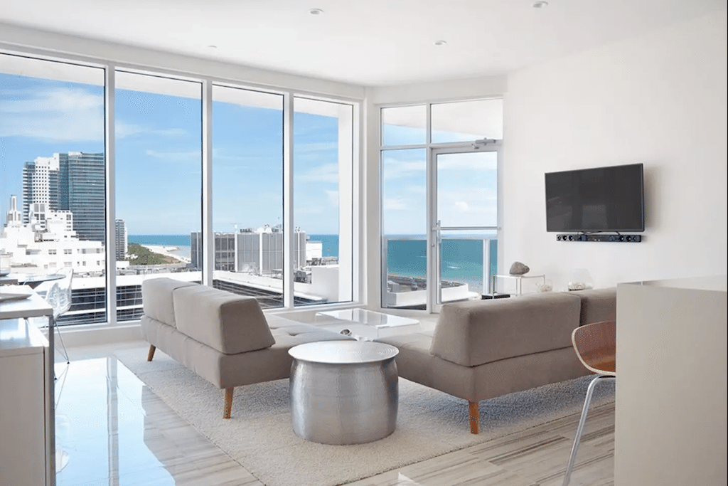 Miamis Mayor Wants Tougher Regulations on Airbnb