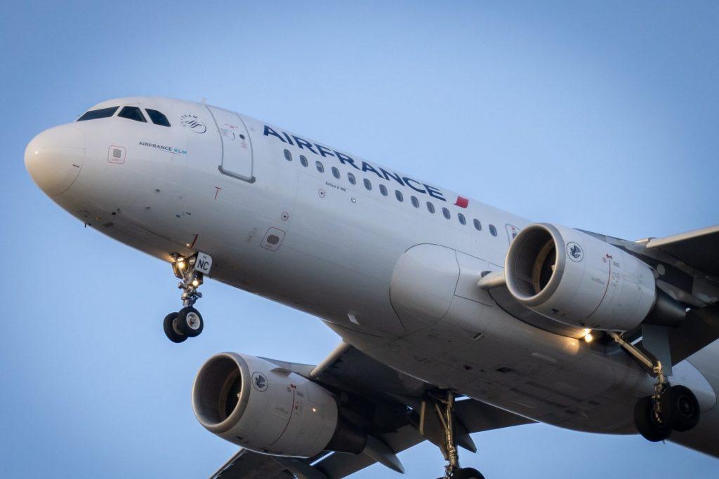 Air France Vincent Genevay Unsplash scaled e1588580657696