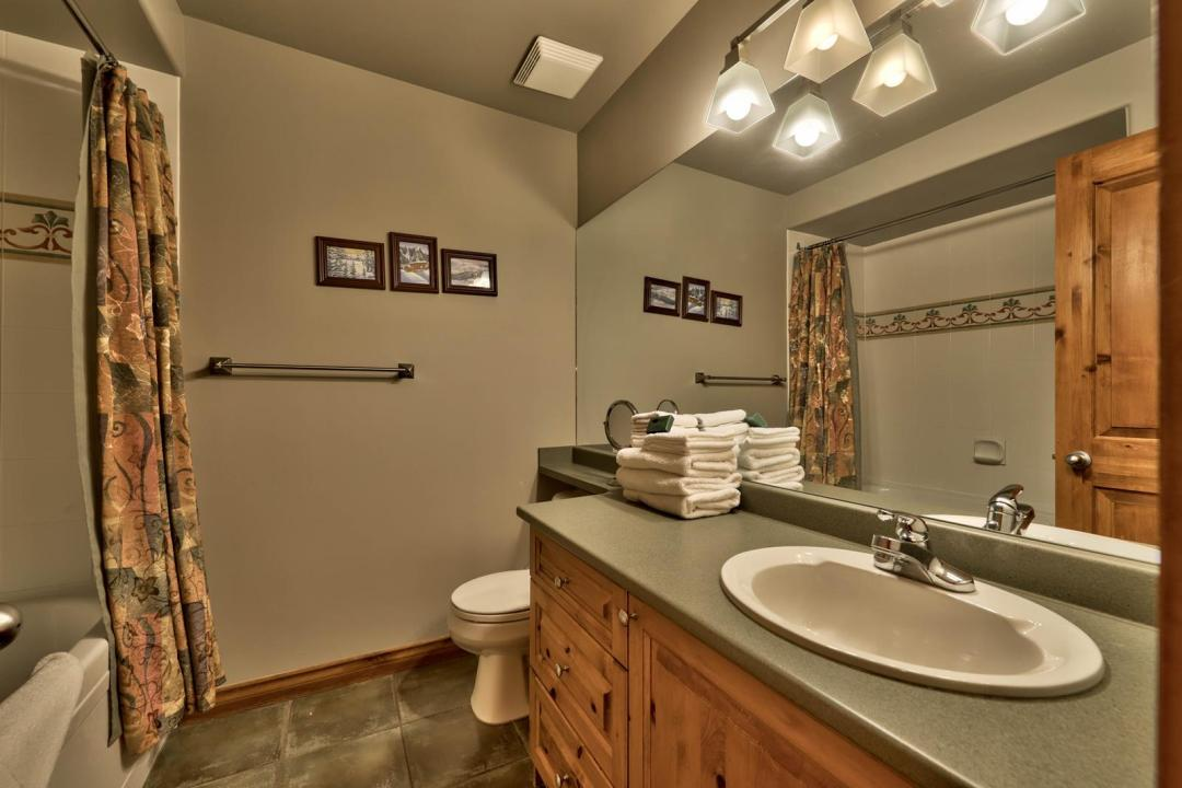Timberline Village 2 Bedroom Unit #14 BATH