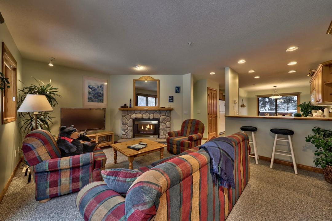 Snow Creek Village 2 Bedroom Unit #20 LR