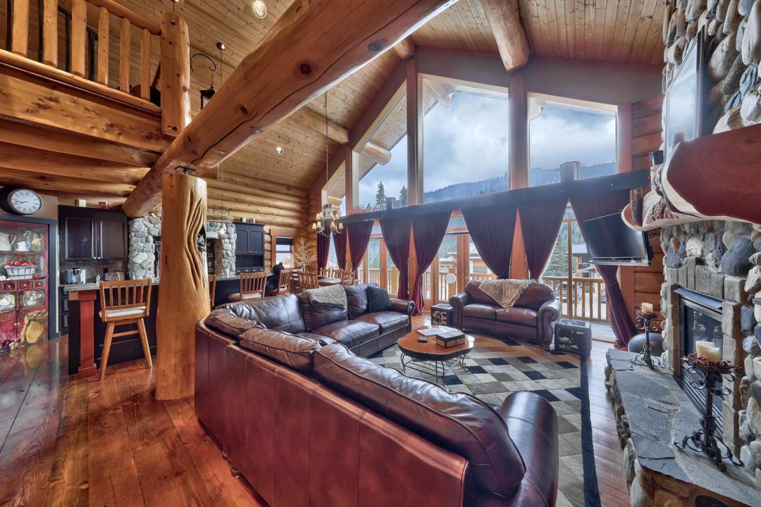 Fairways Lodge 4 Bedroom Home LR