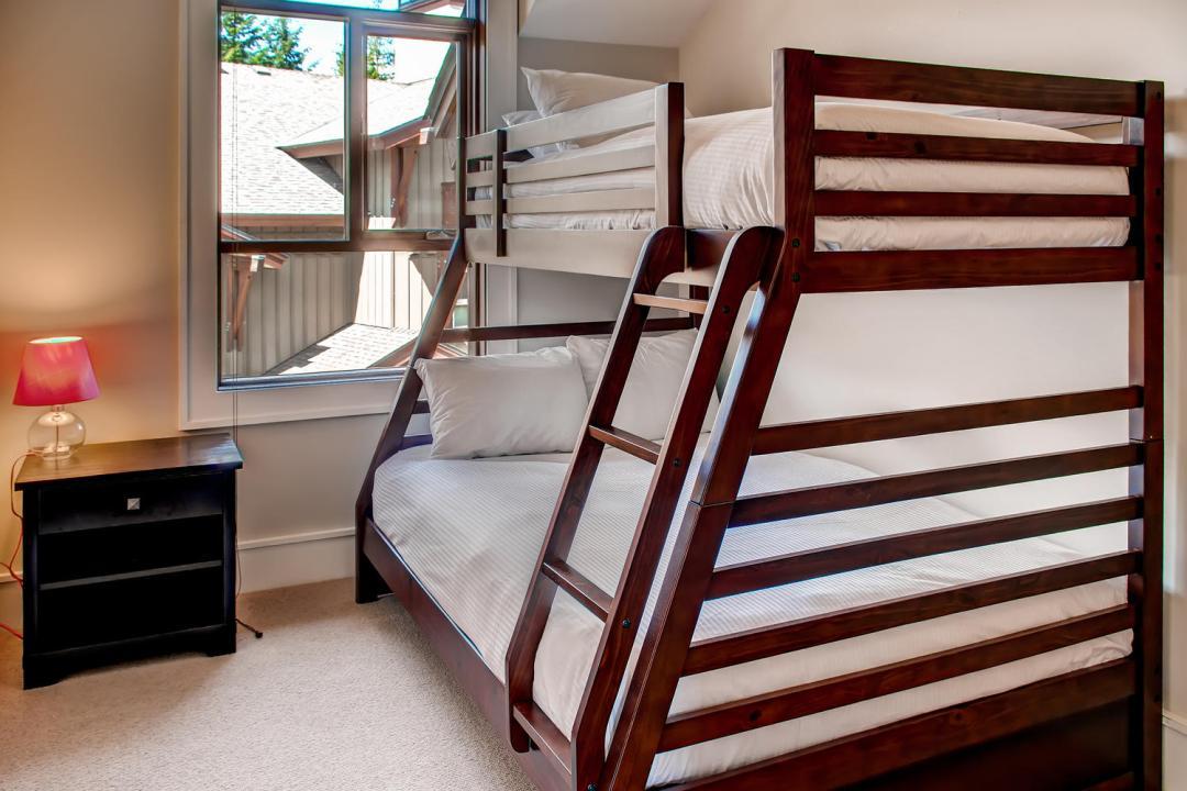 4 Bedroom Fitzsimmons Walk Whistler Luxury Rental (46)
