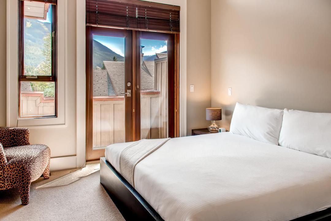 4 Bedroom Fitzsimmons Walk Whistler Luxury Rental (56)