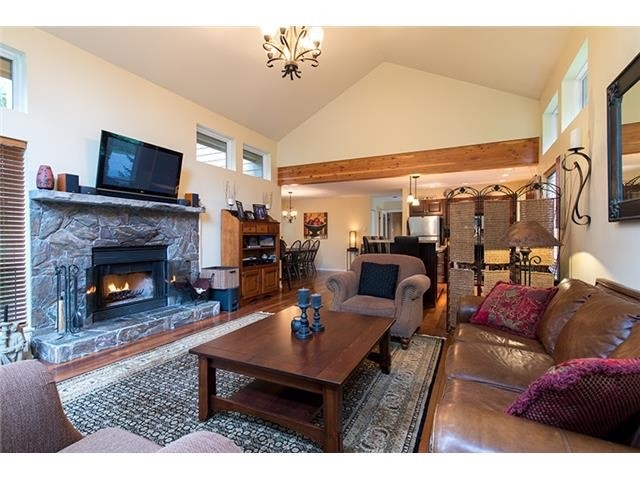 4 Bedroom Long Term Rental Whistler Living Space