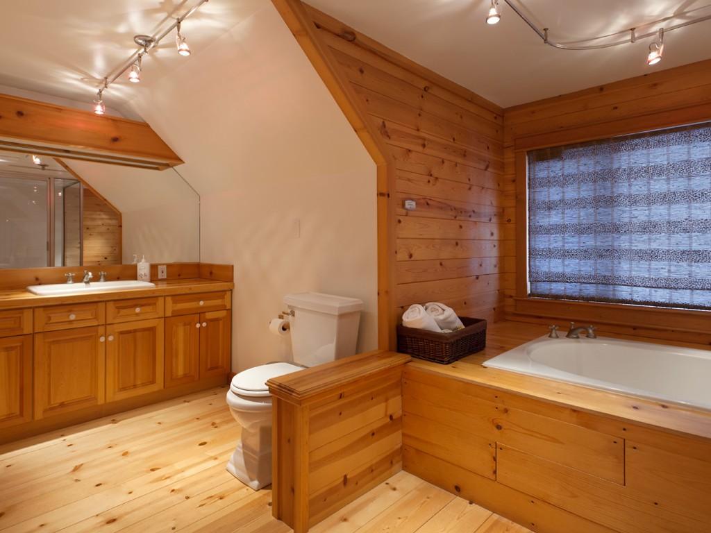 5 Bedroom Snowridge Whistler Ski In Ski Out (12)
