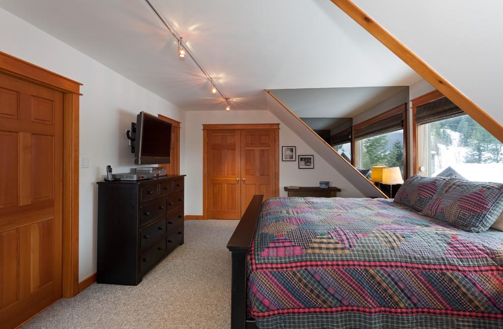 5 Bedroom Snowridge Whistler Ski In Ski Out (15)