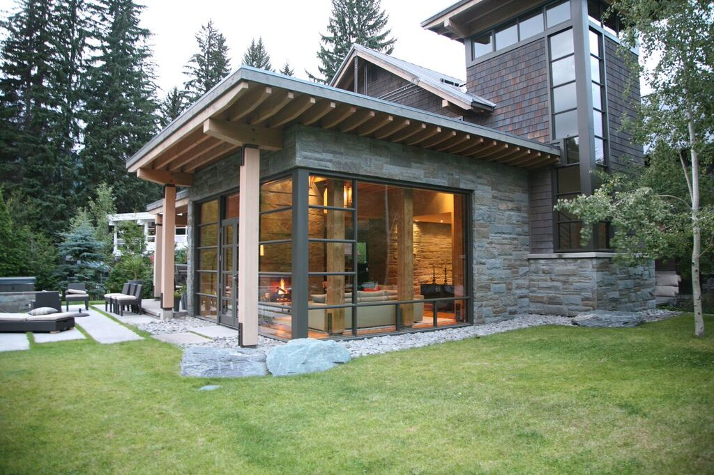 5 Bedroom Whistler home Exterior