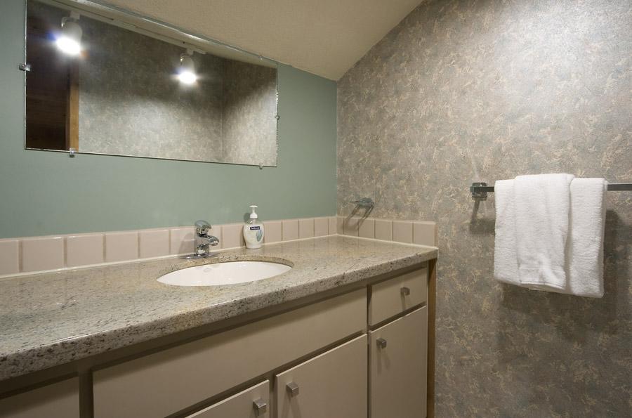 Whistler Village Accommodation - Telemark Bathroom