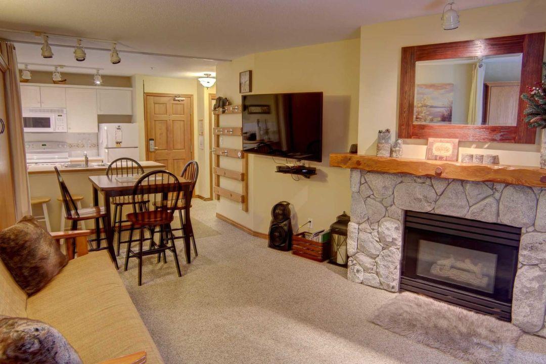Aspens 1 Bedroom Unit 234 LR2