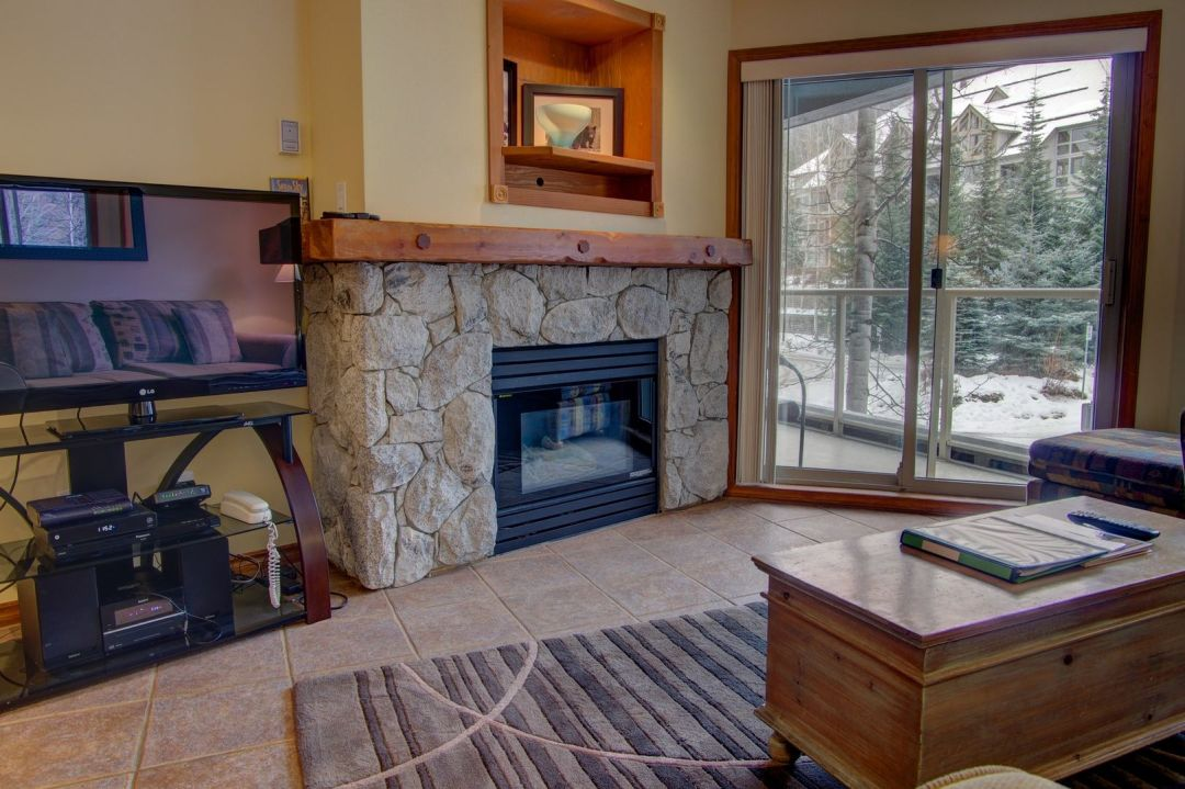 Aspens 1 Bedroom Unit 238 LR2