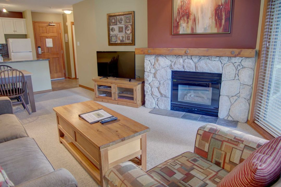 Aspens 1 Bedroom Unit 414 LR4