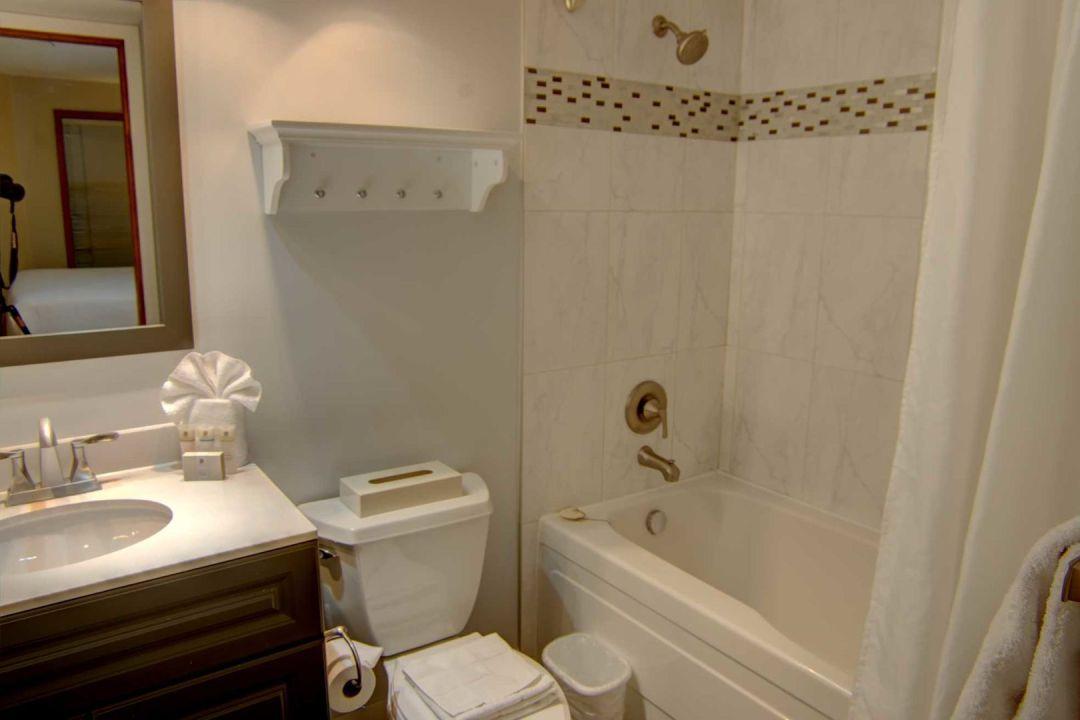 Aspens 2 Bedroom Unit 227 BATH