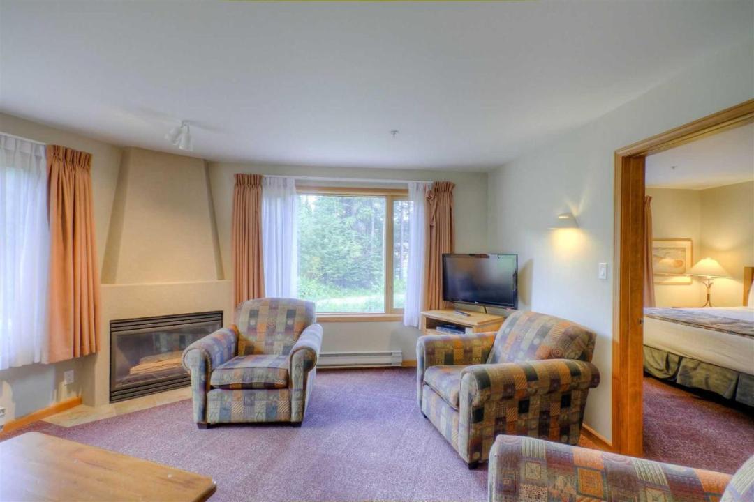 Cahilty Hotel & Suites Studio 2 Bedroom LR