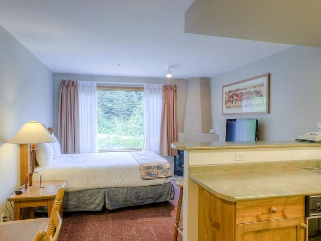 Cahilty Hotel & Suites Studio w Kitchenette - Bed