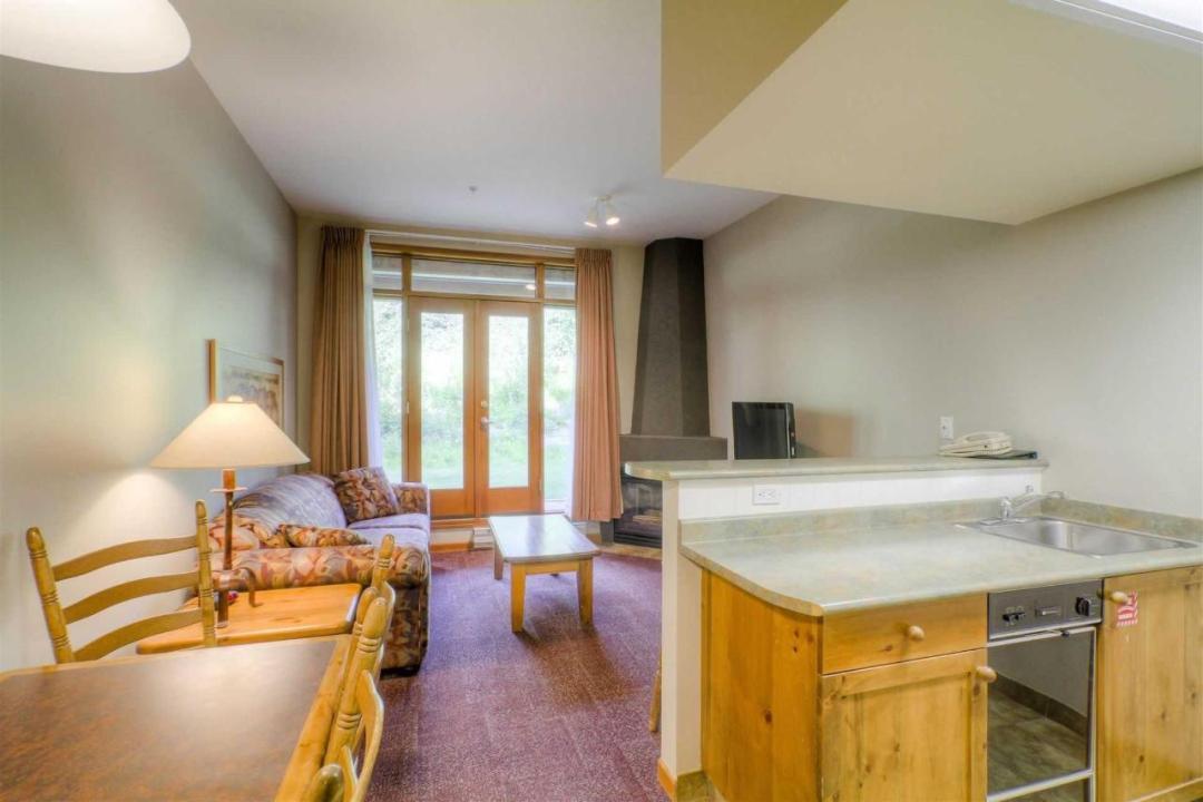 Cahilty Hotel & Suites Stuio Family Suite LR