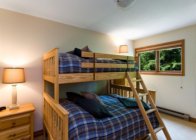 Cedar Hollow Whistler 8 Bunk Room