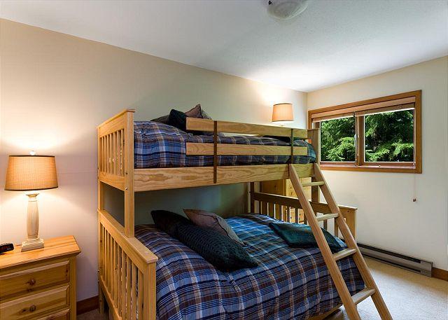 Cedar Hollow Whistler 8 Bunk Room