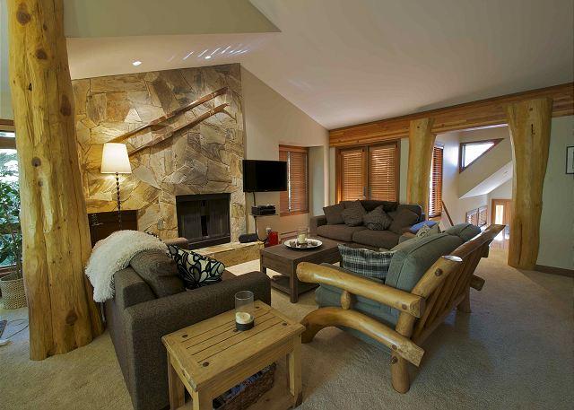 Cedar Hollow Whistler 8 Living Rm