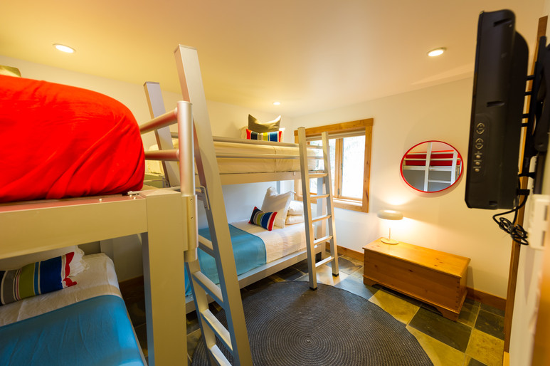 Cedar Ridge Whistler Ski In Ski Out Bunk Room