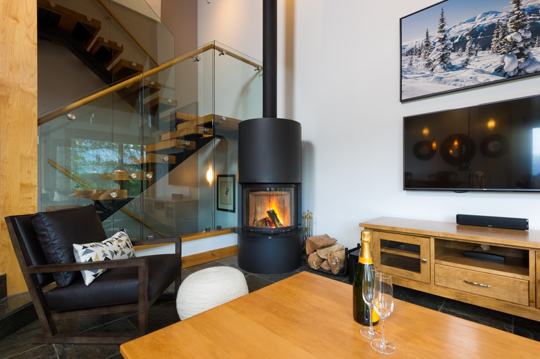 Cedar Ridge Whistler Ski In Ski Out Fireplace