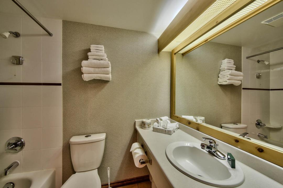 Hearthstone Lodge 1 Bedroom BATH