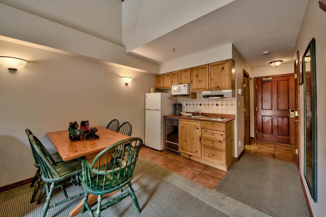 Hearthstone Lodge Lofted Studio Family Suite KIT
