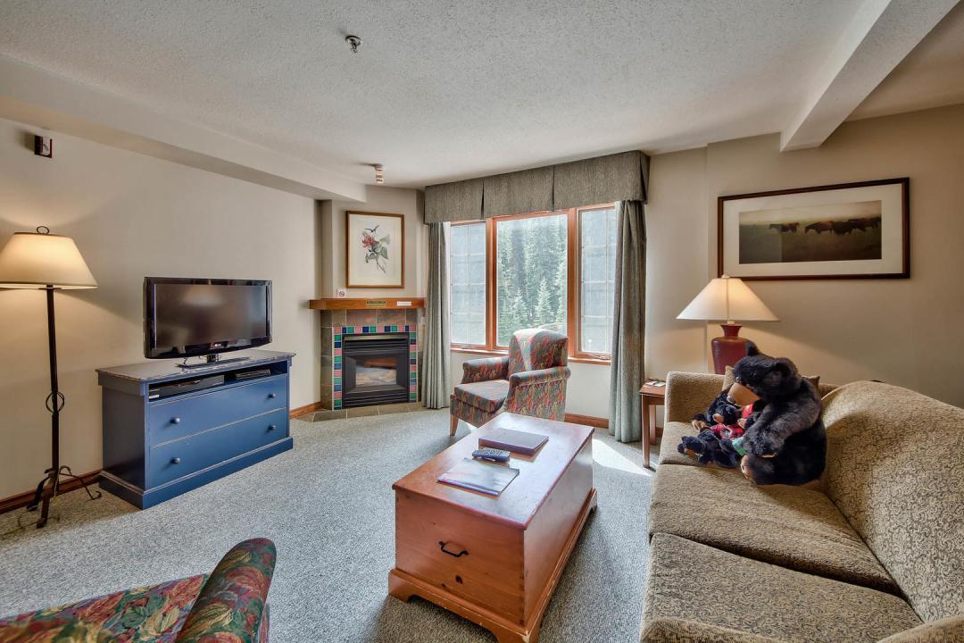 Hearthstone Lodge Studio Family Suite LR2