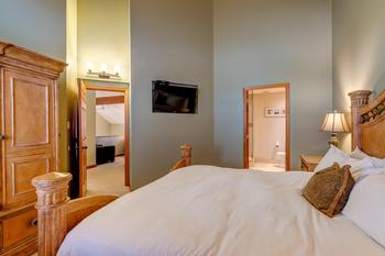 Northern Lights Whistler 5 Bedroom (9)