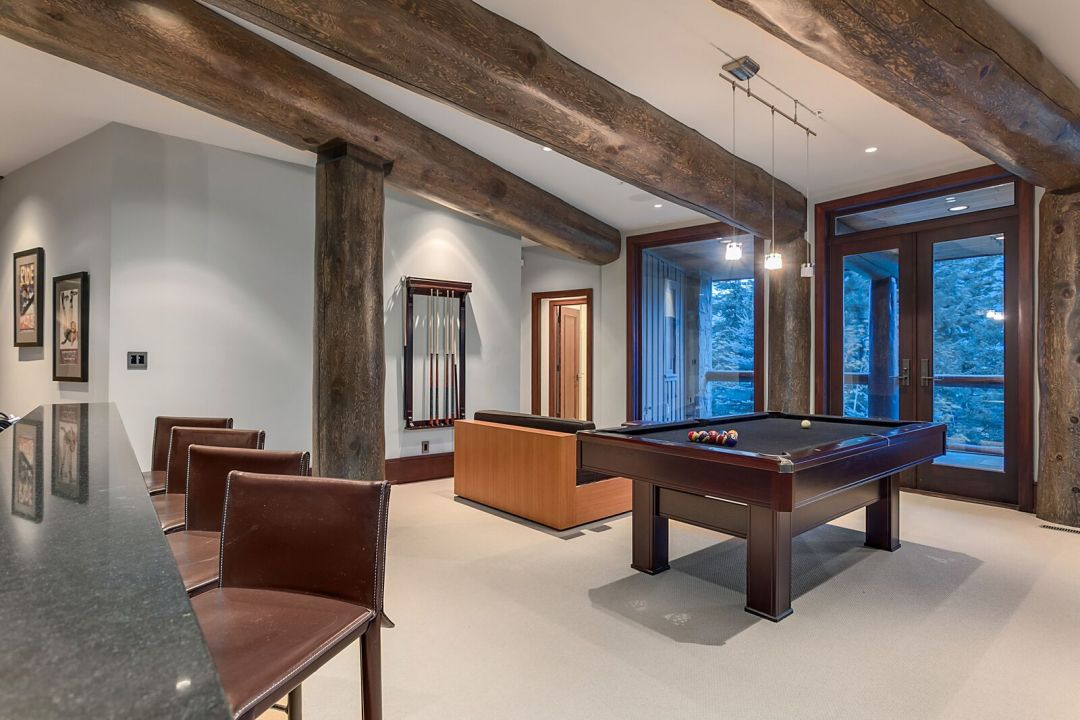 Sunridge 6 Bedroom Whistler Estate Pool Table