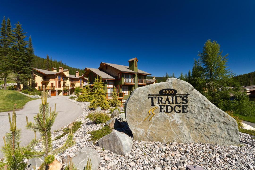 Trail's Edge 4 Bedroom + Den  Unit #25 sign