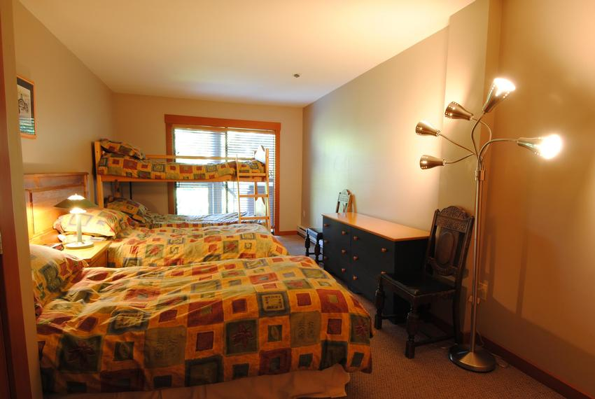 Whistler 4 Bedroom Pinnacle Ridge Bunk Room