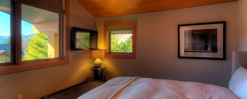 Whistler 5 Bedroom Ski In Ski Out Luxury Home (19)