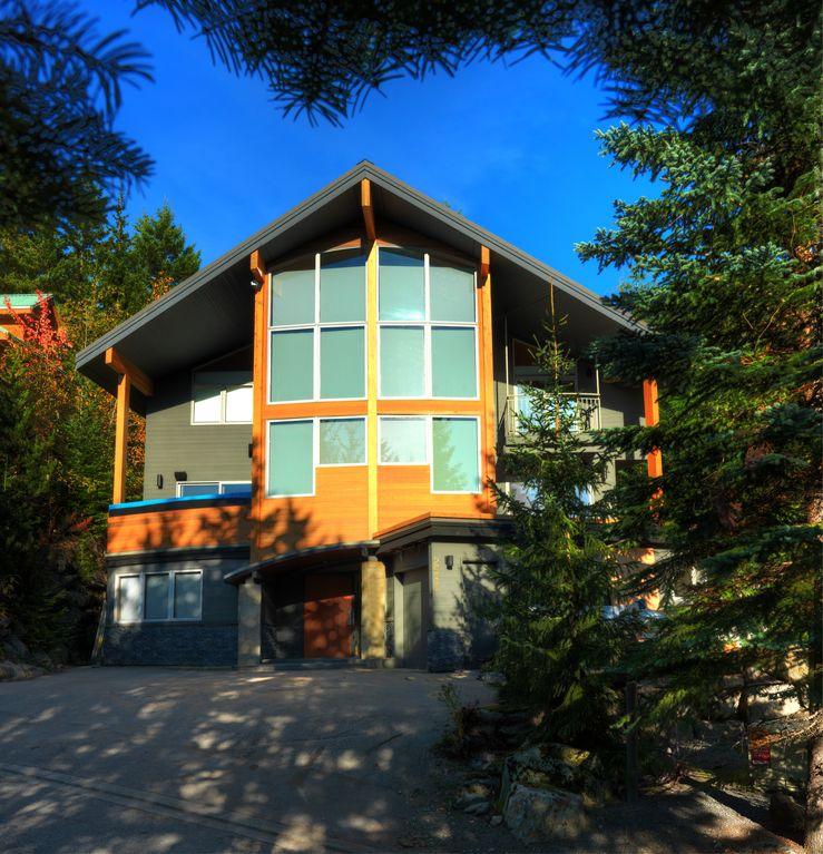Whistler 5 Bedroom Ski In Ski Out Luxury Home (2)