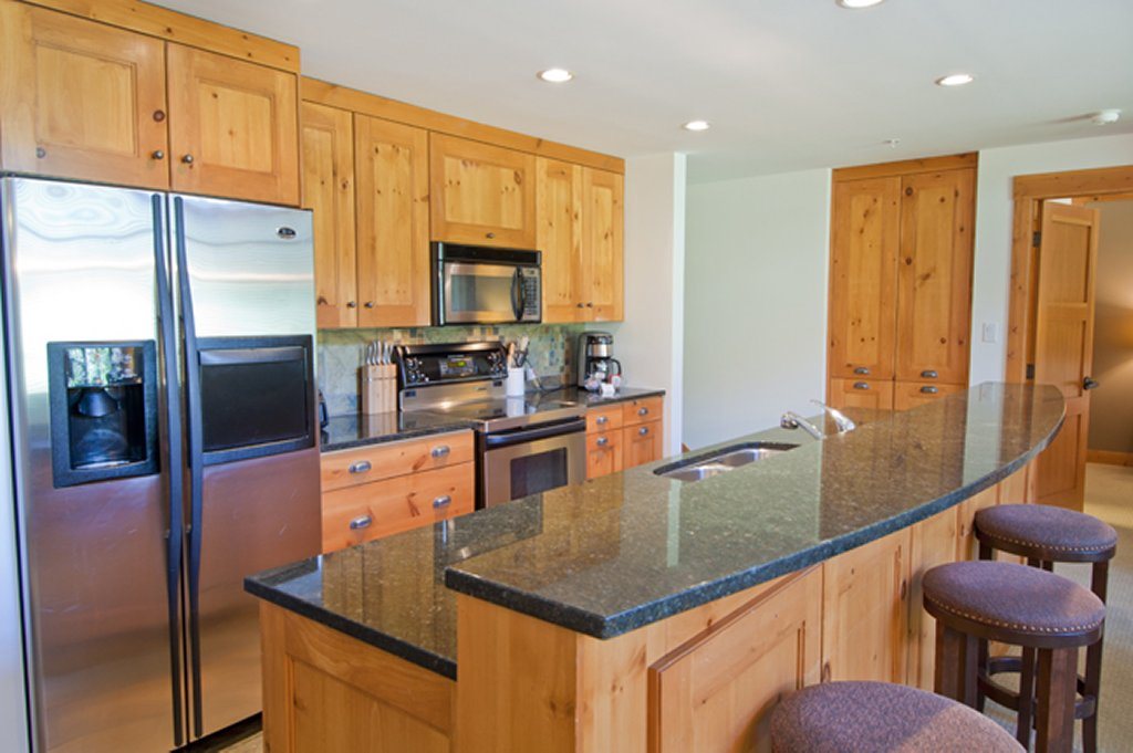 Whistler Luxury Hotel Ski In Ski Out First Tracks Lodge 3 BR Kitchen