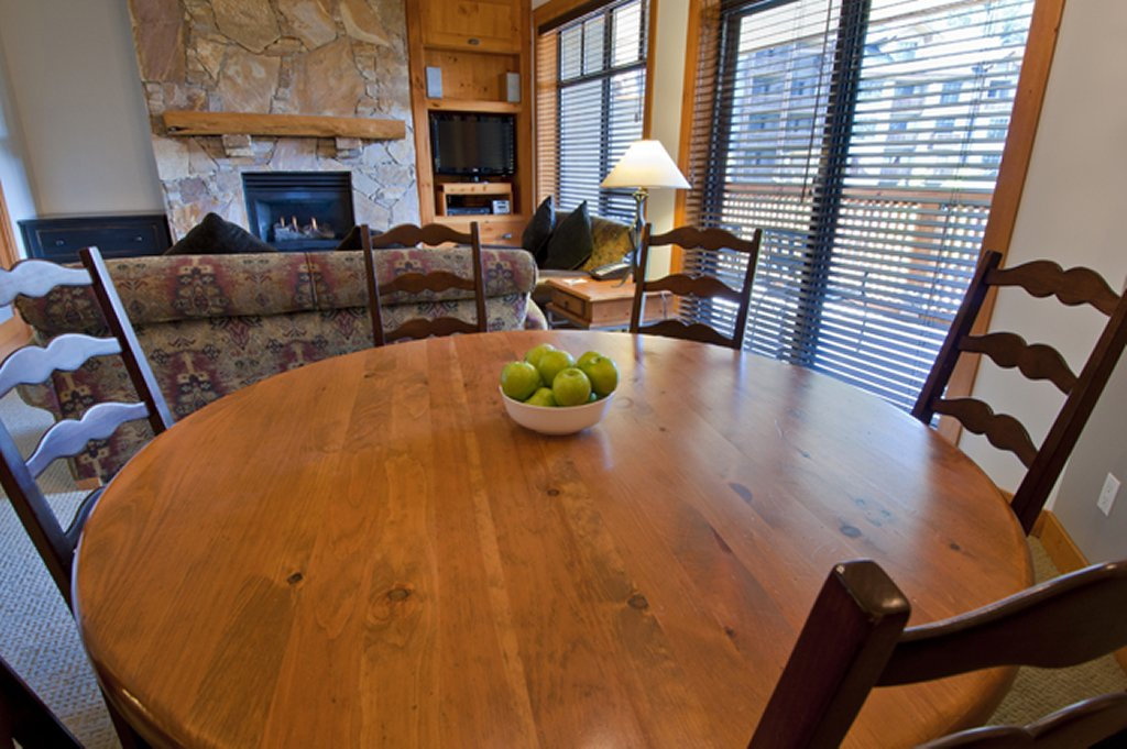 Whistler Luxury Hotel Ski In Ski Out First Tracks Lodge Dining Area