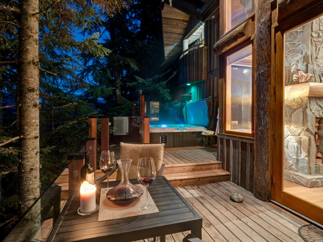 Whistler Luxury Ski In Ski Out 5 Bedroom Chalet Home (7)