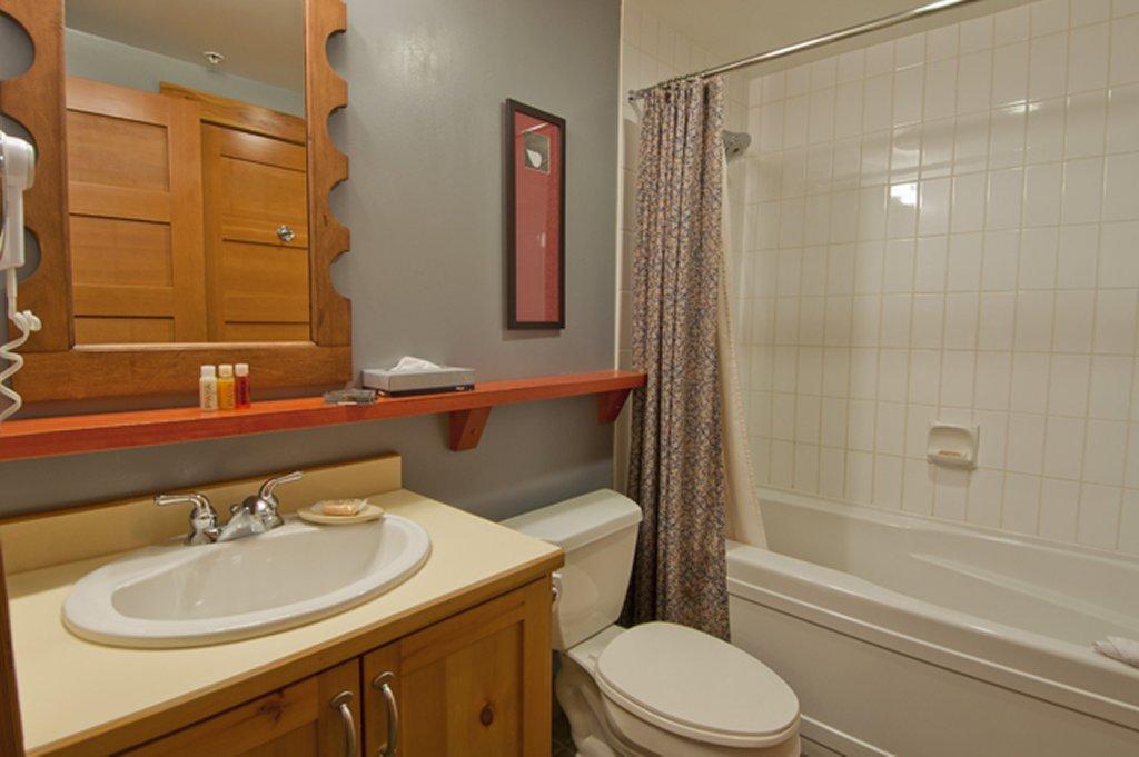 Whistler The Legends Bathroom 1 Bedroom