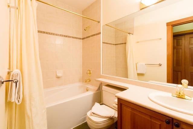 Whistler Village Accommodation - Granite Court Bathroom