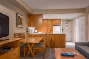 Deluxe Studio with Den Whistler Peak Lodge