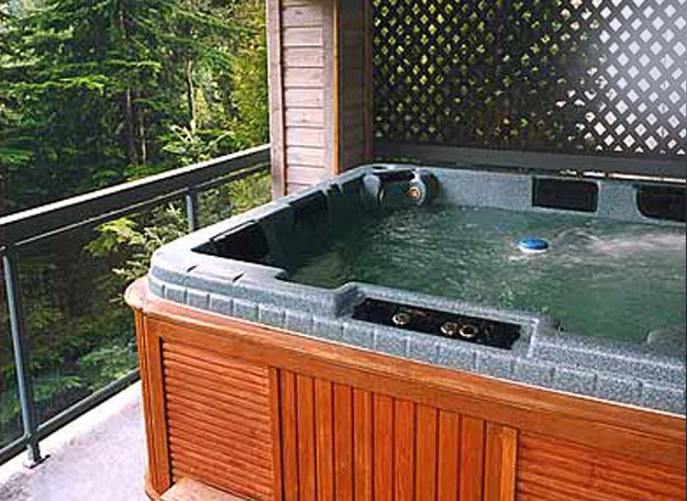 The Lynx Whistler 4 Bedroom Accommodation Private Hot Tub 1-877-887-5422