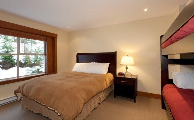whistler village 5 bedroom snowy creek (13)