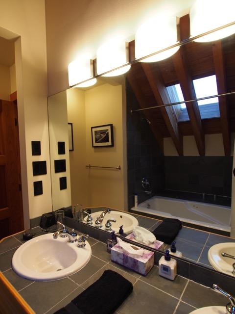 whistler village penthouse bath