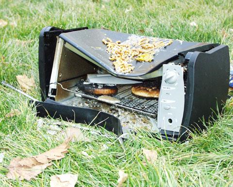 https://i0.wp.com/skiingismylife.com/summit2002/toaster-oven-rip.jpg