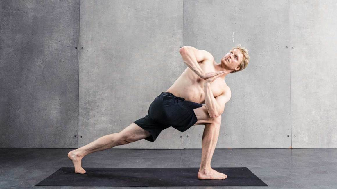 twisted lunge