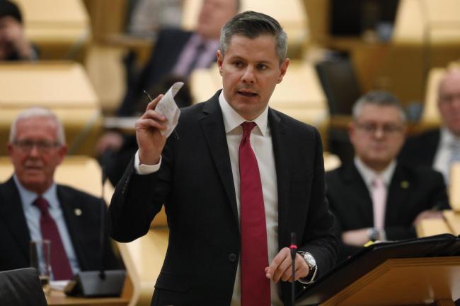 Fjármálaráðherra Skotlands segir af sér eftir sms sendingu til 16 ára drengs