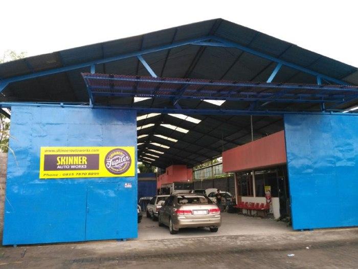 Tampilan lokasi depan bengkel cat mobil yogyakarta - skinner autoworks
