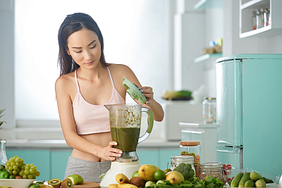 woman making a smoothie